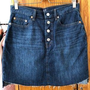 Gap high waist denim skirt with curved raw hem 28